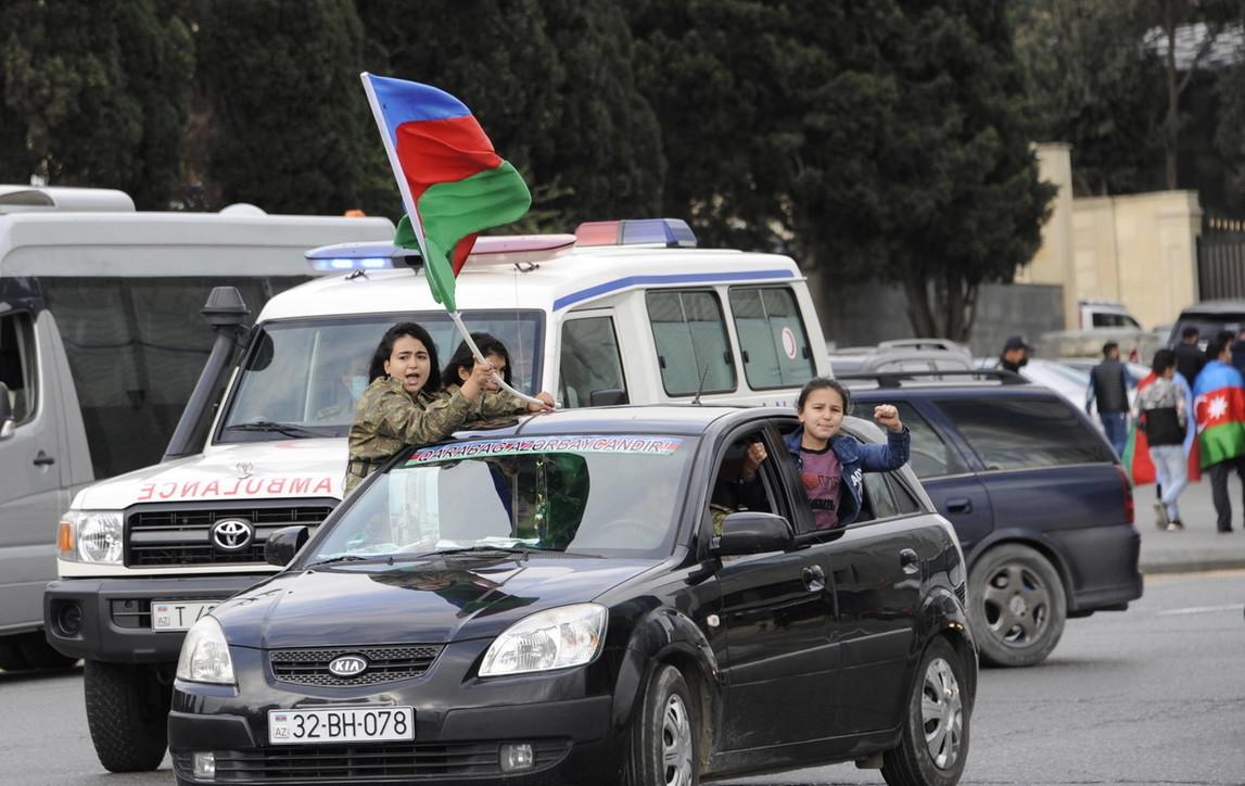 Nagorno-Kabarakh: la tregua scontenta gli armeni | Festa per le strade di Baku