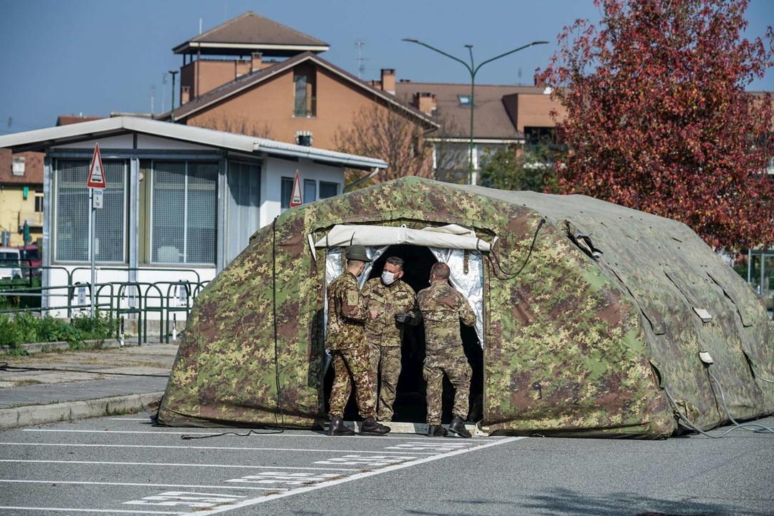 Albero Di Natale Juventus Stadium.Torino Esercito Allestisce Ospedale Da Campo Allo Juventus Stadium Foto Tgcom24