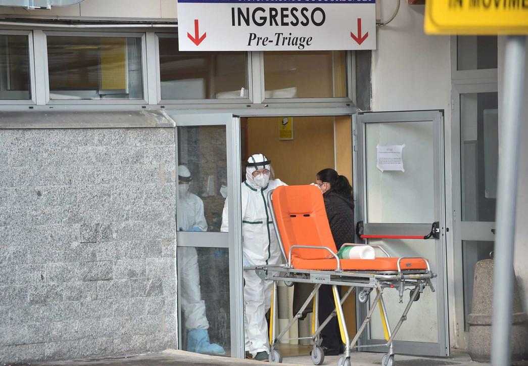 I massacranti turni degli infermieridell'ospedale Cardarellidi Napoli