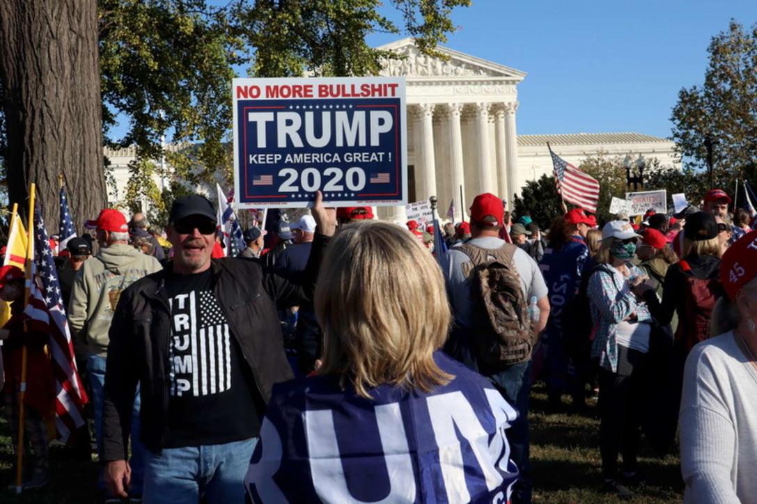 Washington, manifestazione pro-Trump davanti alla Casa Bianca