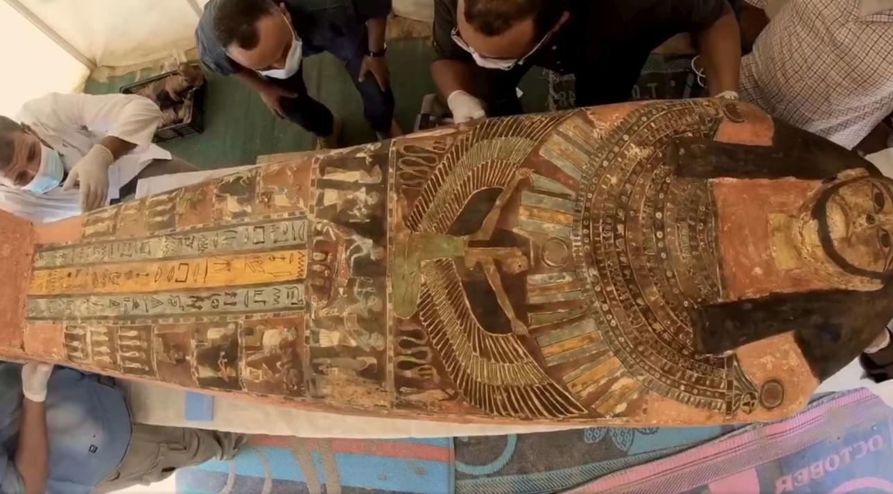 Egitto, a Saqqara scoperti oltre cento sarcofagi di 2.500 anni fa