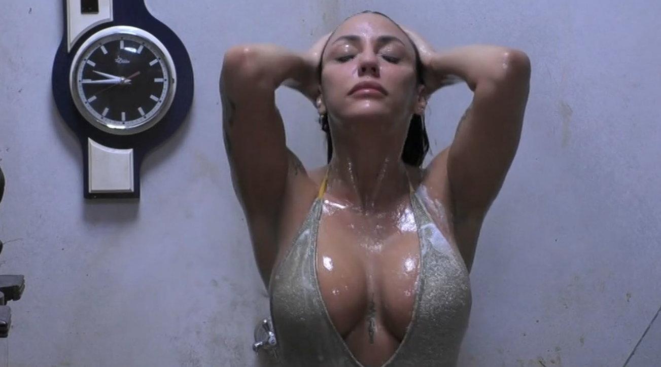 """Al """"Gf Vip"""" la doccia di Selvaggia Roma è bollente"""