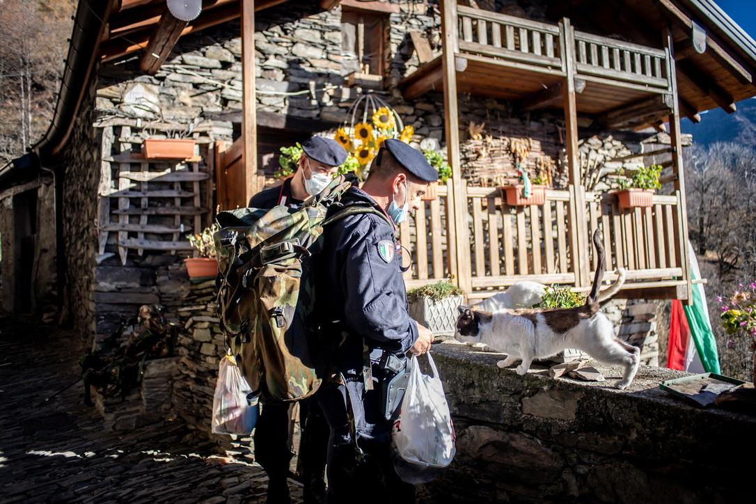 """Monteviasco, il borgo in """"lockdown"""" da 2 anni: viveri e medicine arrivano grazie ai carabinieri"""
