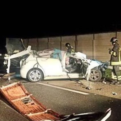Cagliari, a car crashes into a tractor: an 18-year-old and a 17-year-old pregnant woman die
