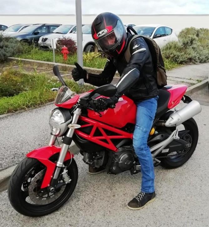 Bologna, 40enne torna in sella alla sua moto dopo un tumore alla spalla