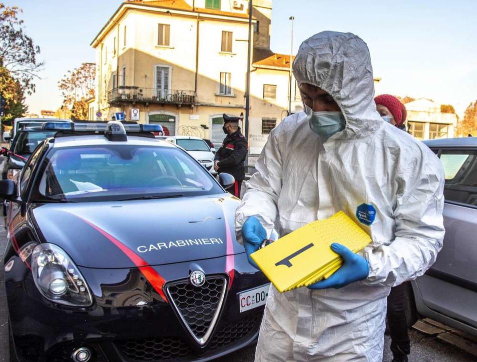 Milano, 66enne accoltella moglie e suocera poi tenta il suicidio