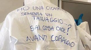 """Jovanotti a sostegno degli infermieri: """"State facendo la storia"""""""