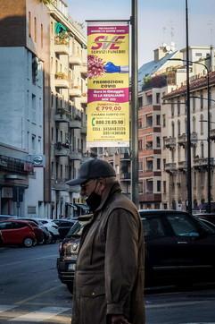 """Milano, agenzia pompe funebri fa la """"promozione Covid"""": scatta la polemica"""