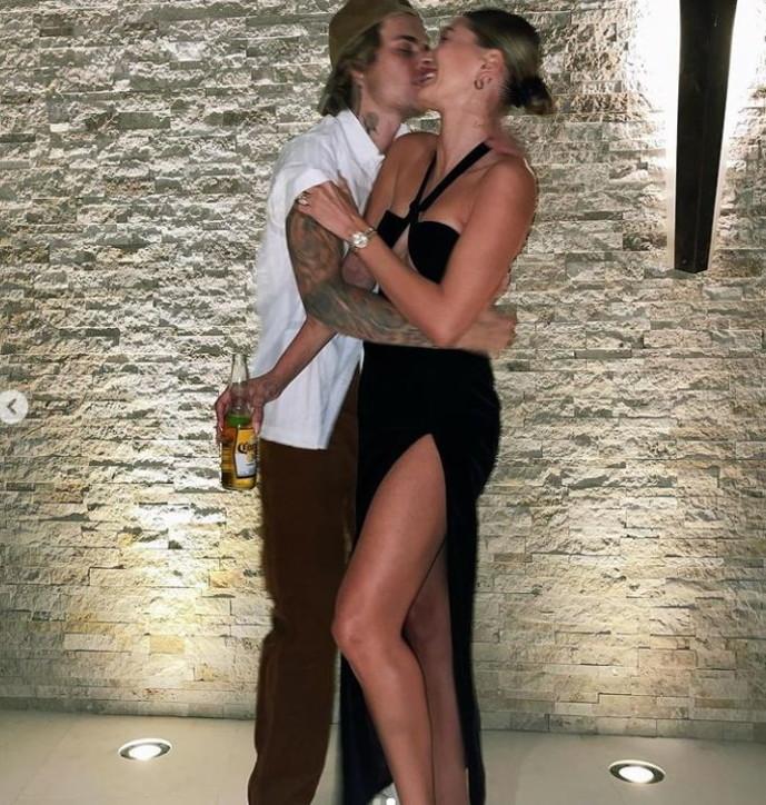 Justin Bieber e Hailey Baldwin, guarda gli scatti di una coppia... innamorata