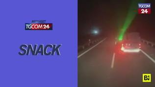 Spagna, follia in autostrada: con il laser tenta di abbagliare un camionista