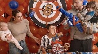 Beatrice Valli festeggia il compleanno del figlio Alle: la casa si riempie di fucili giocattolo