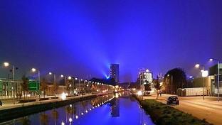 Olanda: una cupola di luce blu illumina Eindhoven