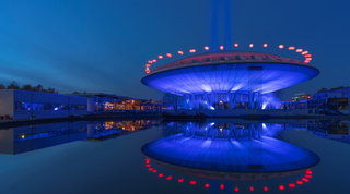 Olanda: Eidhoven illumina il mondo: di blu