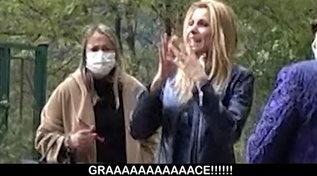 """Lo scherzo ad Adriana Volpe: """"Le Iene"""" le rapiscono il barboncino Grace"""