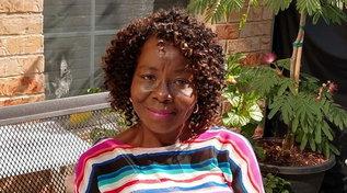 Usa, infermiera 70enne in pensione torna al lavoro per formare gli studenti: muore di Covid pochi mesi dopo