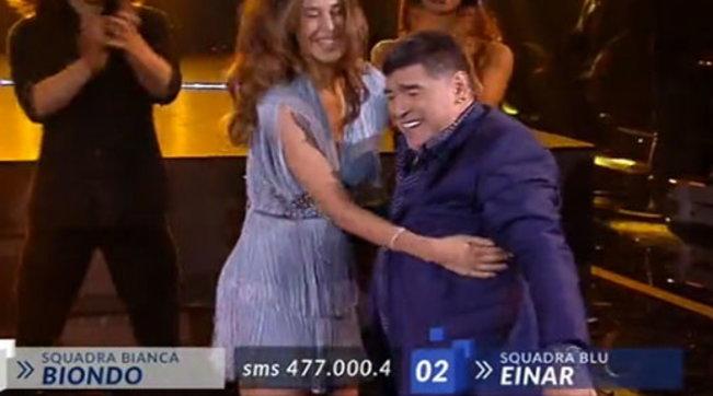 """Quando Maradona ballò con Belen Rodríguez sul palco di """"Amici"""""""
