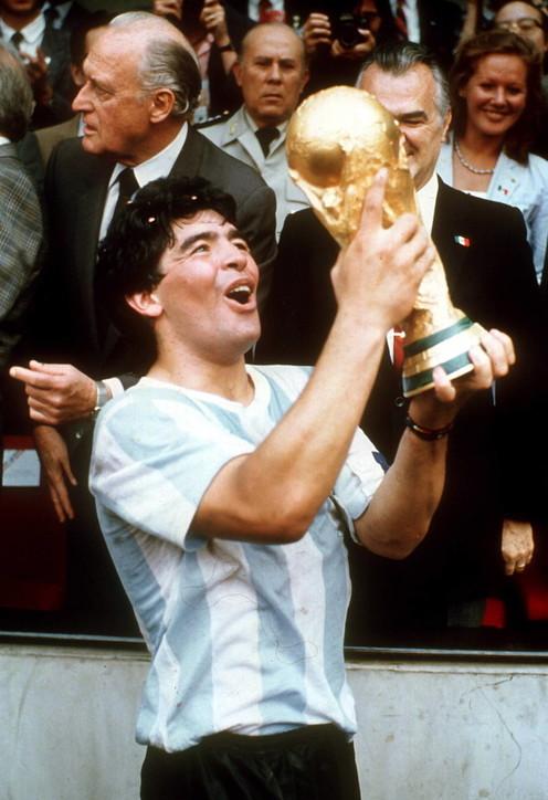 Diego Armando Maradona, gli scatti di una vita dedicata al calcio