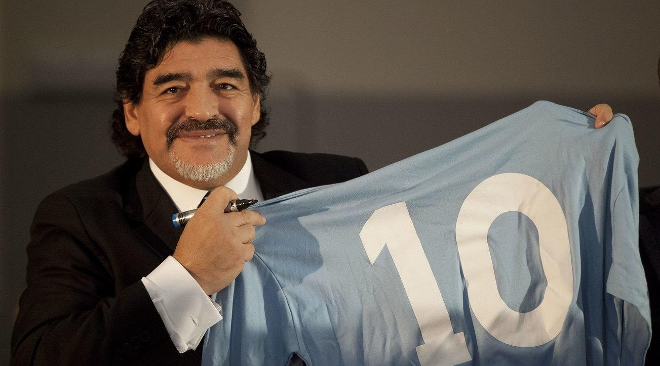 """Morte Maradona, Vaticano: """"Il Papa ricorda i loro incontri e prega per lui"""""""