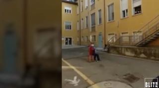E' morta la moglie dell'alpino che le aveva fatto la serenata fuori da ospedale | Video