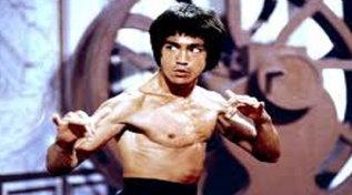 Ottant'anni fa nasceva Bruce Lee: le sue scene di combattimento più spettacolari