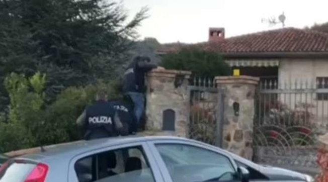 Terrorismo, auto-addestramento per attentati: un arresto in Calabria | Guarda le foto