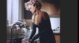 Rita Ora, sexy, grintosa e trasgressiva
