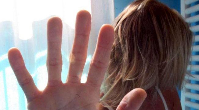 Bergamo, incontra una ragazza conosciuta via social e la stupra: arrestato un 21enne