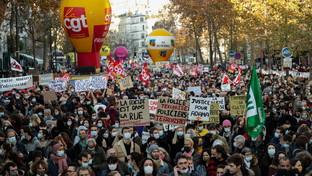 """Parigi, manifestazione contro la legge sulla """"sicurezza globale"""": tafferugli"""