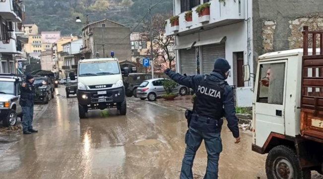 Sardegna, devastazione a Bitti: soccorsi all'opera per spazzare via detriti e fango
