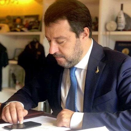 """Covid, Salvini: """"compleanno? Smetti presto di seminare orrore""""   Il governo e i territori negoziano posti di lavoro e coprifuoco"""