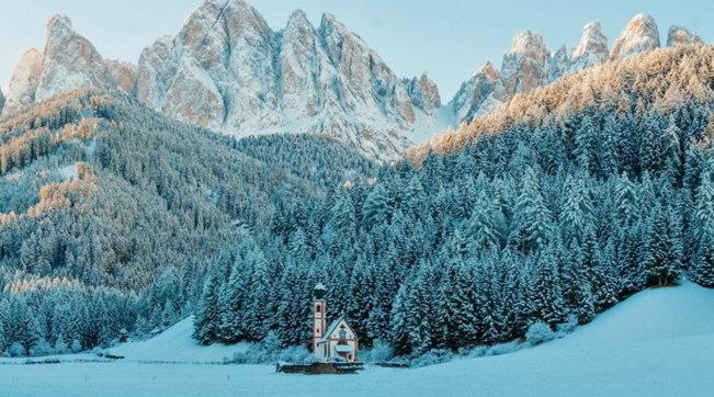 I villaggi più affascinanti, tra i monti innevati