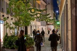 Milano, il quadrilatero della moda e Corso Buenos Aires si illuminano a festa
