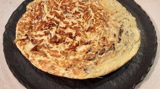 Frittata di pasta con mozzarella e radicchio