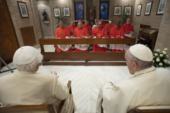 Papa Francesco e i nuovi cardinali incontrano Benedetto XVI