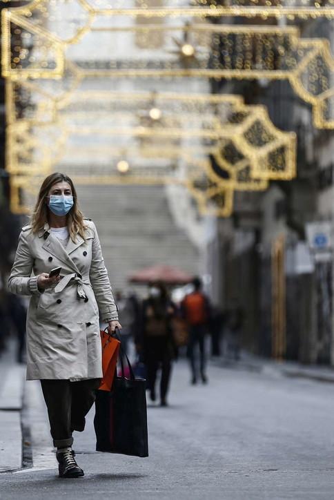 Coronavirus, a Roma via allo shopping natalizio per le vie del centro