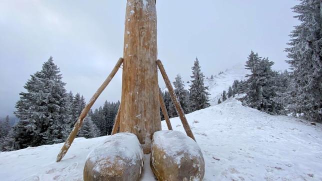 Germania,il grande fallo in legnotorna sulmonte Grunten(ma in una nuova versione)