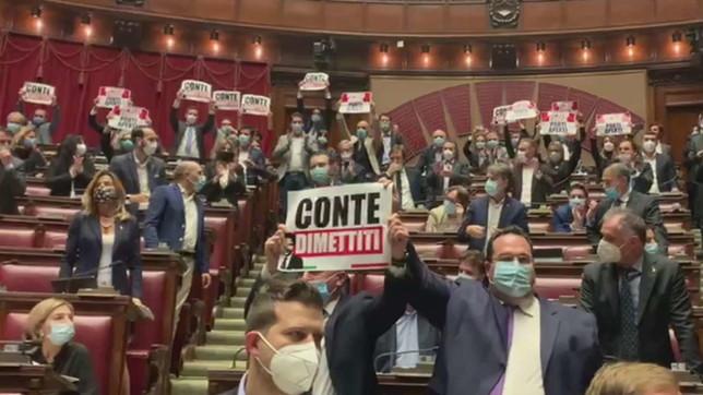 Camera, il centrodestra occupa l'Aula in segno di protesta contro Conte