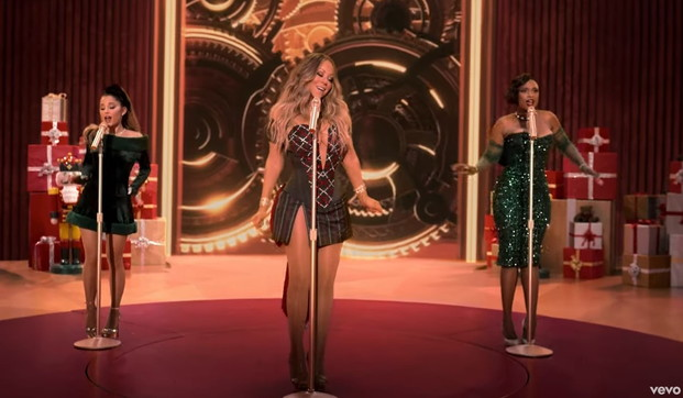 """O Santa!"":le immagini dal video di Mariah Carey, Ariana Grande e Jennifer Hudson"