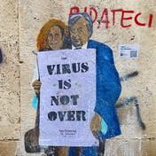 """""""The Influenzers"""",Roberto Burioni e Ilaria Capua in un murale firmato TvBoy"""