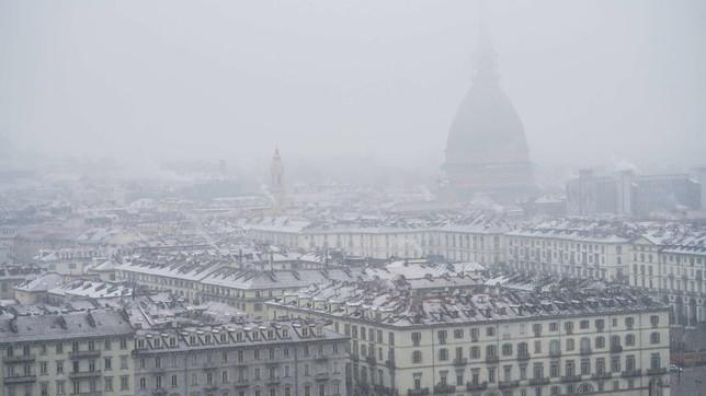 Maltempo, ancora neve in Piemonte: fiocchi anche su Torino