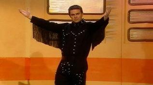 """Auguri a Maurizio Crozza: rivediamolo imitare Robbie Williams a """"Mai dire Gol"""""""