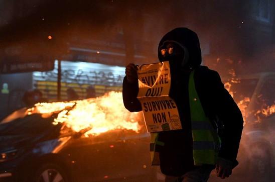 Legge sulla sicurezza,scontri alla manifestazione di Parigi