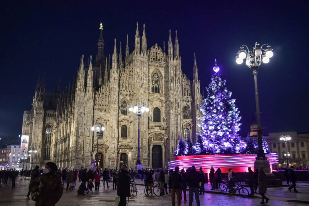 Da Milano a Roma, le città tornano ad illuminarsi per le feste di Natale (nonostante il Covid)