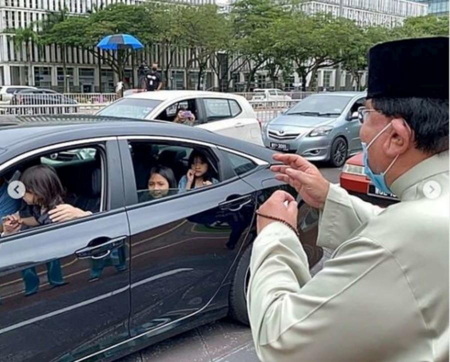 Covid, diecimila invitati a un matrimonio in Malesia ma senza infrangere le regole: tutti in auto