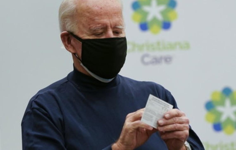 "Usa, Biden si vaccina in diretta tv: ""Fatelo tutti"""