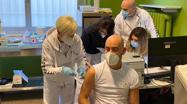 Vax Day, partite le prime somministrazioni in tutta Italia