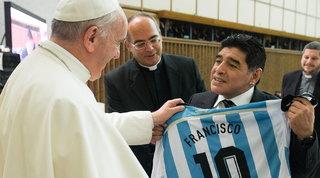 """Il Papa: """"Maradona un poeta, sbalordito dalla forza di Zanardi"""""""