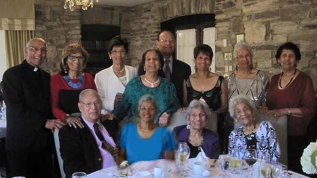La famiglia D'Cruz è da record: ecco i 12 fratelli che insieme fanno 1.042 anni