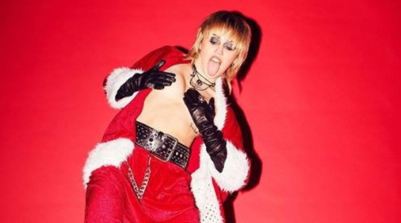 """Miley Cyrus in versione """"Bad Santa"""", Babbo Natale sexy"""