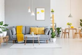 Vesti la casa di giallo e grigio, i colori Pantone per il 2021